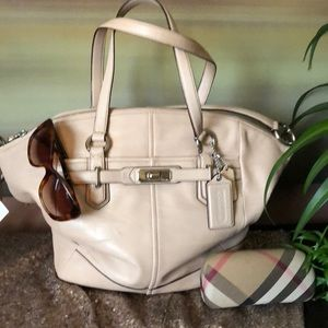 Auth.Coach Large beautiful leather cross over